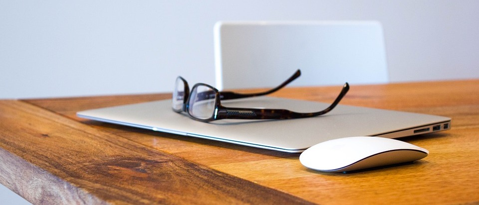 Glasses and laptop on a desk. Photo: Pixabay