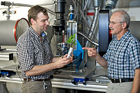 Sascha Oswald and Eberhard Lehmann at the PSI neutron tomography facility ICON