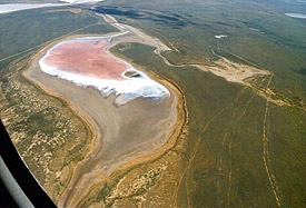 On the aerial photo a present-day salt lake in its natural environment in the south of Russia can be seen for comparison.